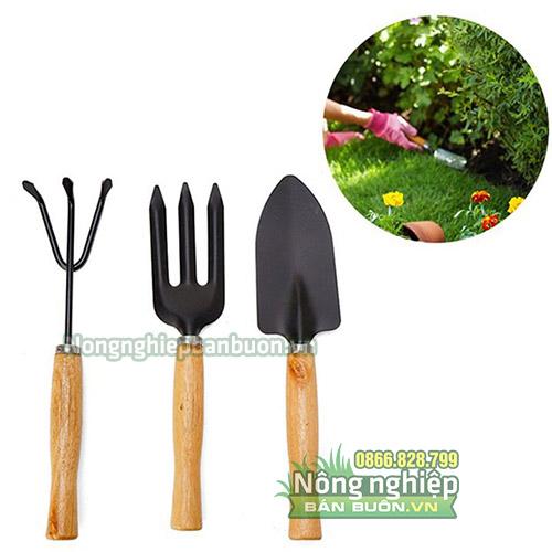 Dụng cụ làm vườn cào, xẻng, xiên D17