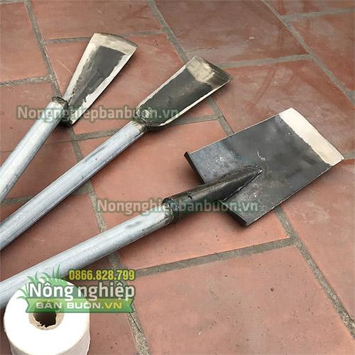 Xẻng xúc đất cán sắt cao cấp - D12